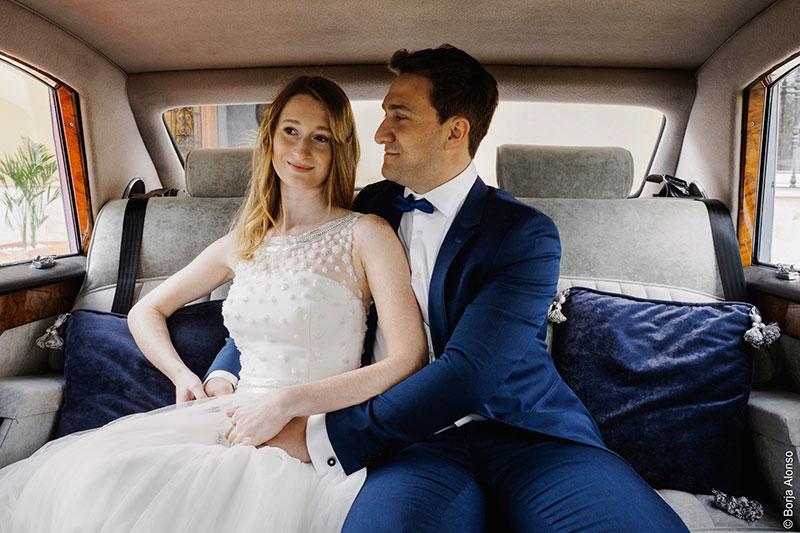 novios coche boda